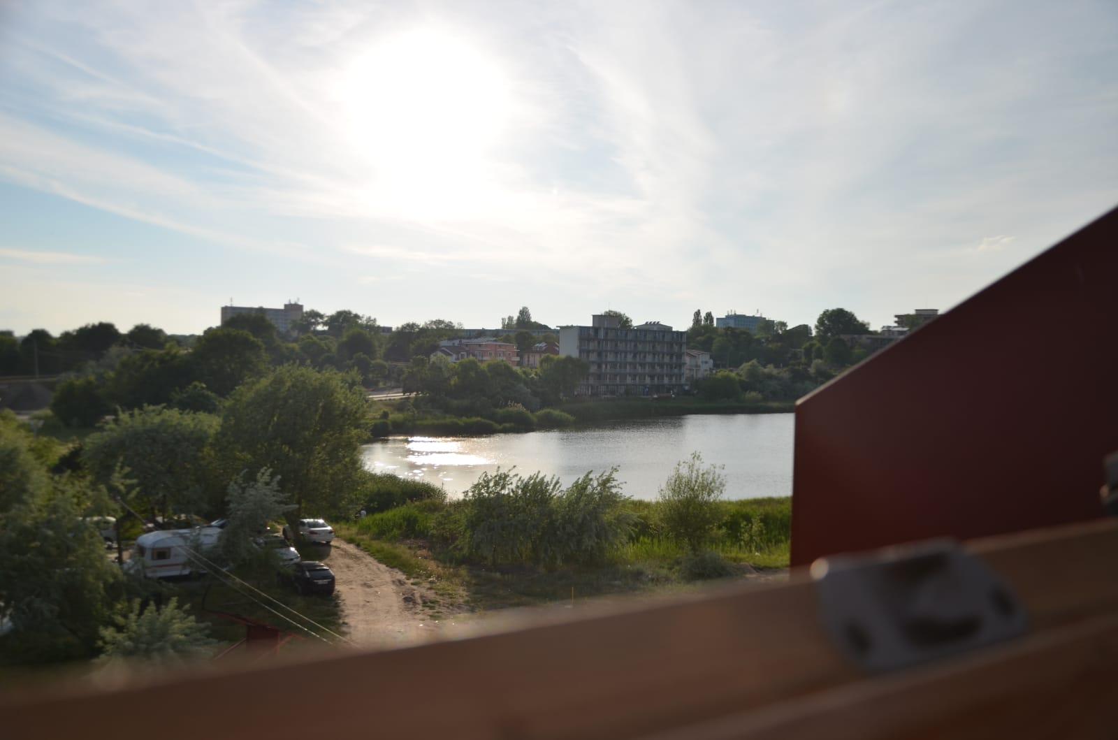 Camera vedere lac